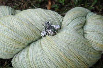 BEE yarn