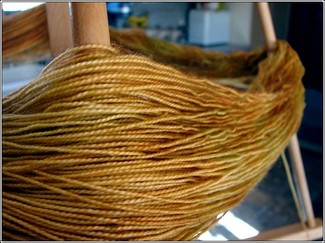 Bee_sock_yarn1