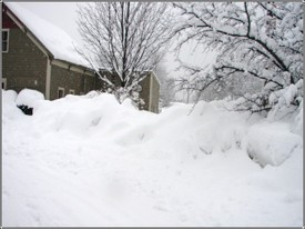Barn_snowbanks