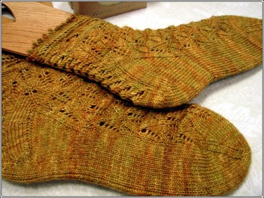Bee_socks_finished
