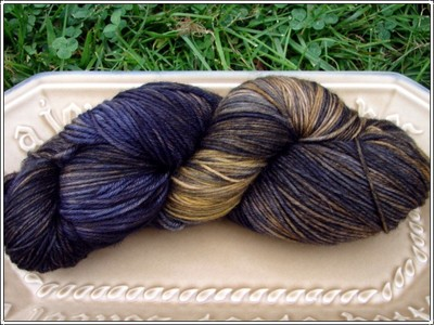 Elderberry_gold_sockyarn